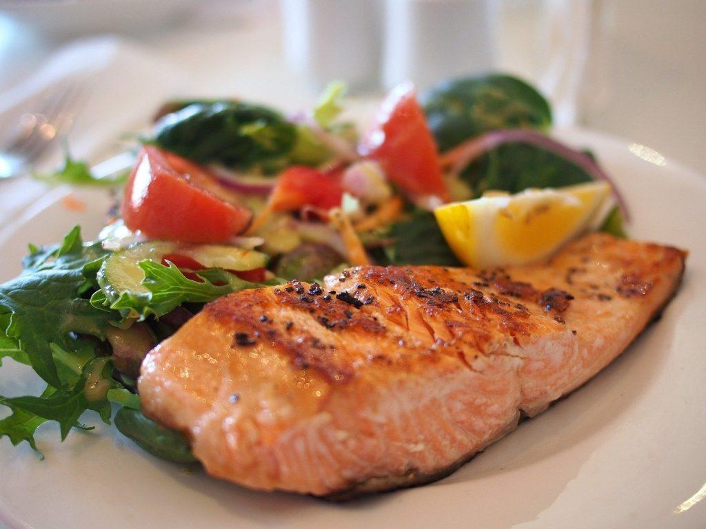 corporativo kosmos, atencion en comedores industriales DF, beneficios de consumir pescado, beneficios de comer pescado