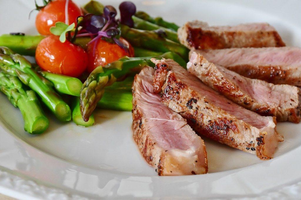 corporativo kosmos, corporativo kosmos duenos, cuanta carne se debe consumir, porcion de carne en la dieta