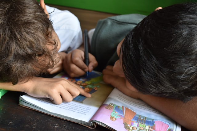alfabetización de los niños, un compromiso de los dueños de Grupo Kosmos